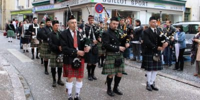 Sonneur-de-Grenoble-Edelweiss-pipers-Pipe-Band-Chambéry-Amplepuis-17-04-2016-18-1-400x200